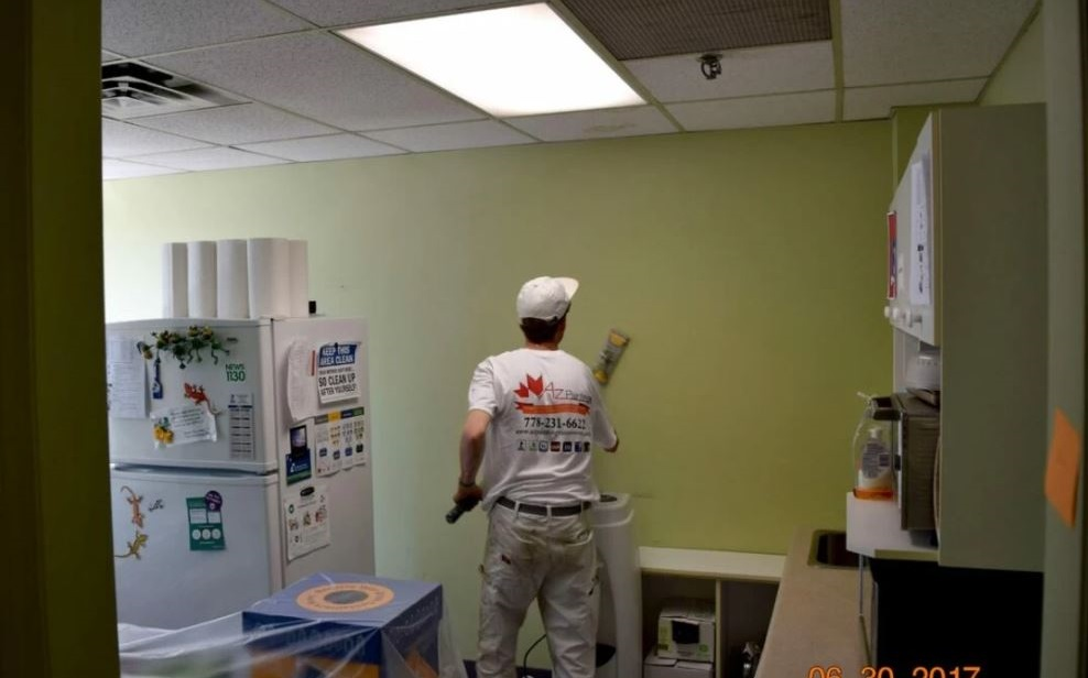 az-painting-employee
